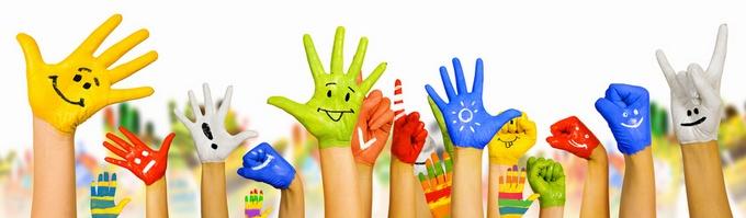 Les mains se lèvent pour une bonne mutuelle expatrié